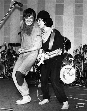 全国コンサートのため気合いの入ったリハーサルを行う萩原健一さん(左)=1980年6月撮影